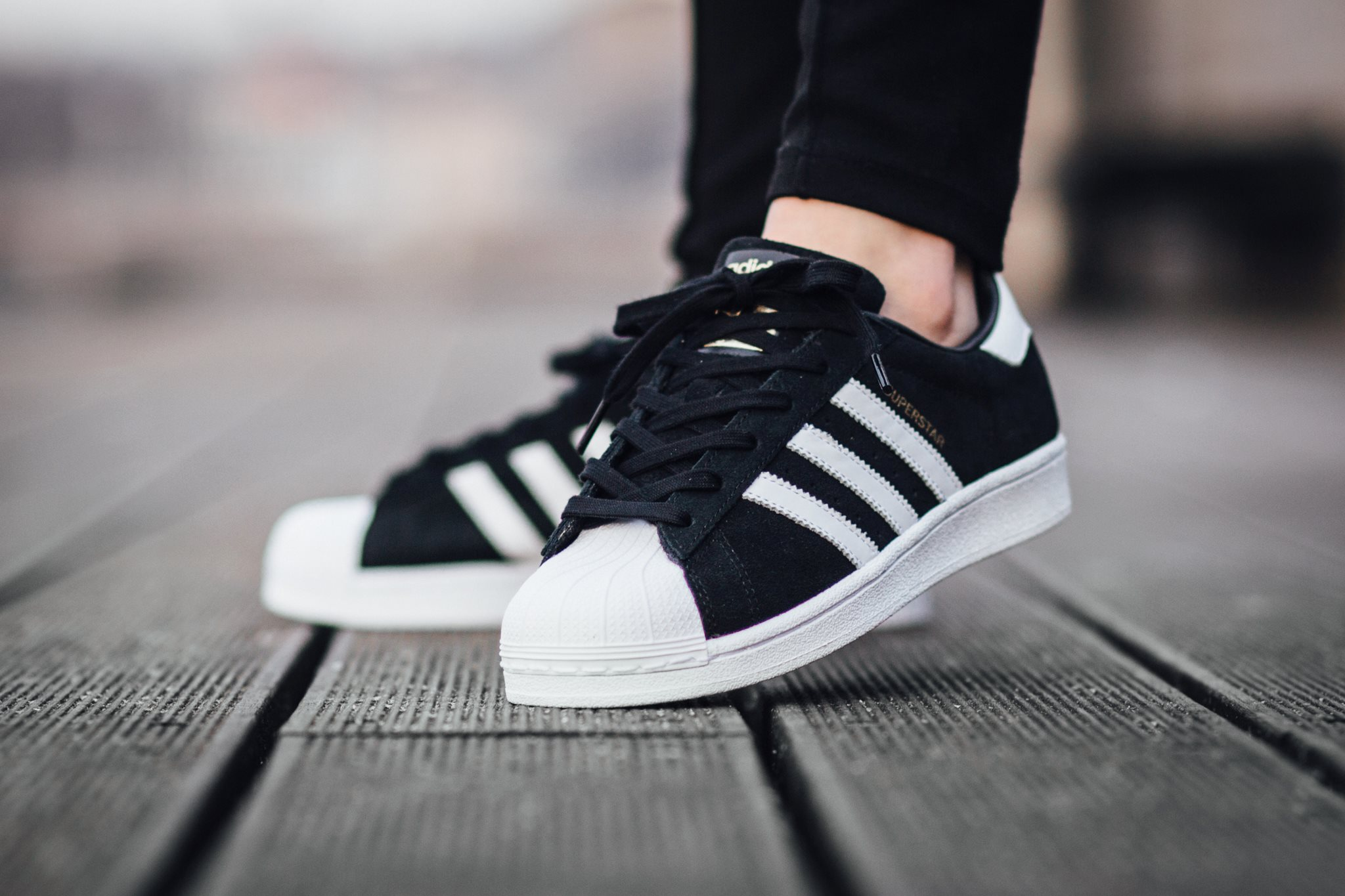 sneakers in adidas